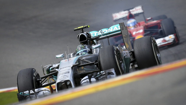 Mercedes: Wenn Hamilton geht, soll Alonso kommen! (Bild: APA/EPA/OLIVIER HOSLET)