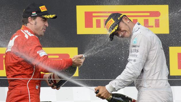 Mercedes: Wenn Hamilton geht, soll Alonso kommen! (Bild: APA/EPA/ZSOLT CZEGLEDI)