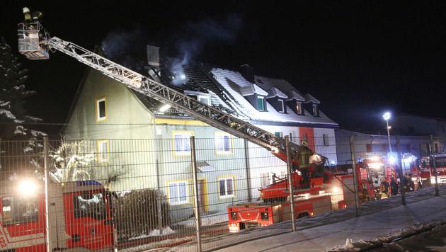 Ein Asylheim in Kärnten stand in Flammen. (Bild: Uta Rojsek-Wiedergut)