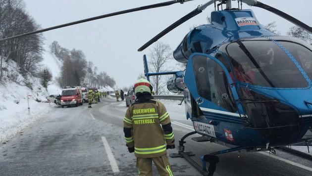 Auf Gegenfahrbahn geraten: Fünf Menschen verletzt (Bild: Feuerwehr Mittersill)