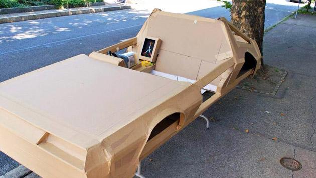 """Bub reist mit DeLorean """"zurück in die Zukunft"""" (Bild: Facebook/Felix Olivieri)"""