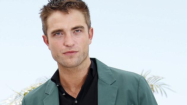 """""""Ich habe es mir vor der Kamera selbst besorgt"""", verriet Robert Pattinson zu """"Little Ashes"""". (Bild: APA/EPA/JULIEN WARNAND)"""