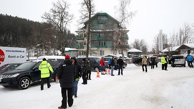 Große Sicherheitsvorkehrungen vor Daniel Craigs Hotel (Bild: Sepp Pail)