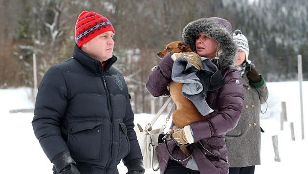 Schaulustige hoffen, einen Blick auf Daniel Craig erhaschen zu können. (Bild: Sepp Pail)