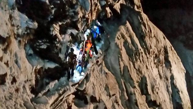 Die dramatische Rettungsaktion (Bild: Bergrettung Bad Gastein)