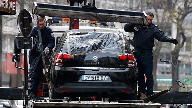 Mit diesem Auto sollen die Attentäter zunächst geflüchtet sein. (Bild: APA/EPA/IAN LANGSDON)