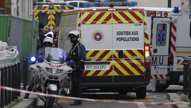 Die Polizei sperrte nach dem Anschlag den Tatort großräumig ab. (Bild: APA/EPA/IAN LANGSDON)
