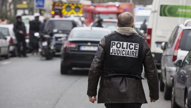 88.000 Polizisten jagen die Terrorbrüder (Bild: APA/EPA/ETIENNE LAURENT)