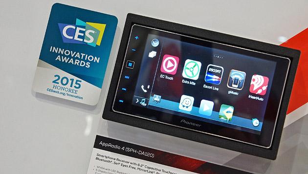 Pioneer zeigt Tablet-Nachrüst-Lösungen, deren Bildschirme das Wisch-und-Weg beherrschen. (Bild: Matthias Knödler)