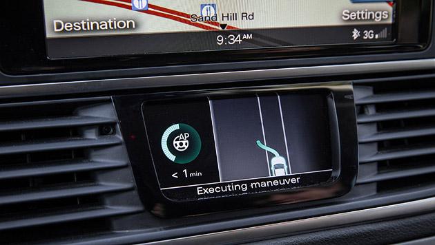 Audi zeigt mit dem Versuchsträger A7, wie das Fahrzeug selbstständig einparken kann. (Bild: Audi)