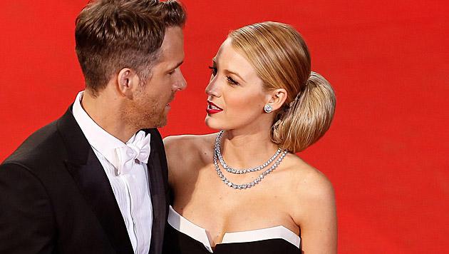 Ryan Reynolds und Blake Lively sind erstmals Eltern geworden. (Bild: APA/EPA/JULIEN WARNAND)