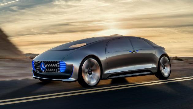 Der Konzeptwagen F-015 fährt autonom, die Insassen können mit dem Rücken zur Fahrtrichtung sitzen. (Bild: Daimler)
