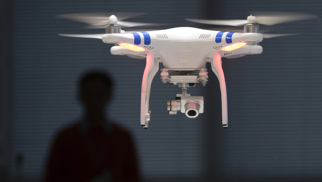 Drohnen sollen anmeldepflichtig werden (Bild: AP)
