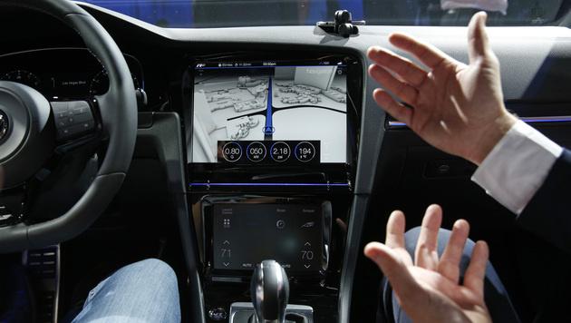 Golf R Touch: Gestensteuerung statt Tasten (Bild: AP)