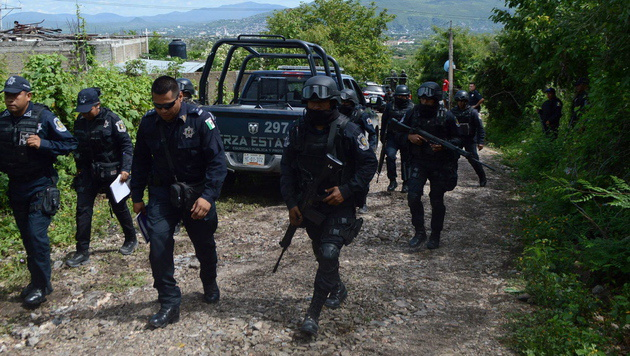 Haben Polizisten einfache Arbeiter erschossen? (Bild: APA/EPA/STR)