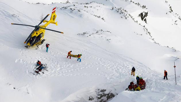 Der 36-Jährige wurde mit dem Helikopter ins Krankenhaus geflogen. (Bild: Absturz Speedglider OÖ)