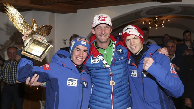 So feierten Kraft und Hayböck den Tournee-Triumph (Bild: Andreas Tröster)