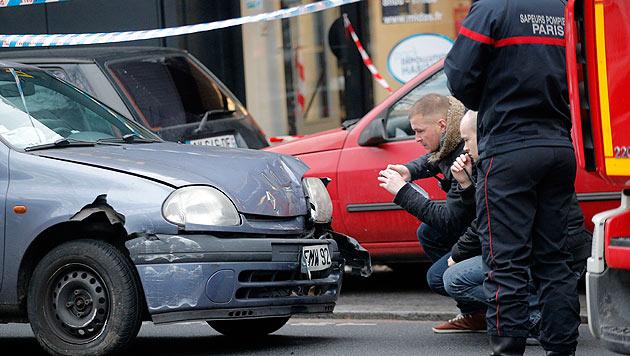 Spurensicherung am Tatort der Schießerei im Süden von Paris (Bild: AP)