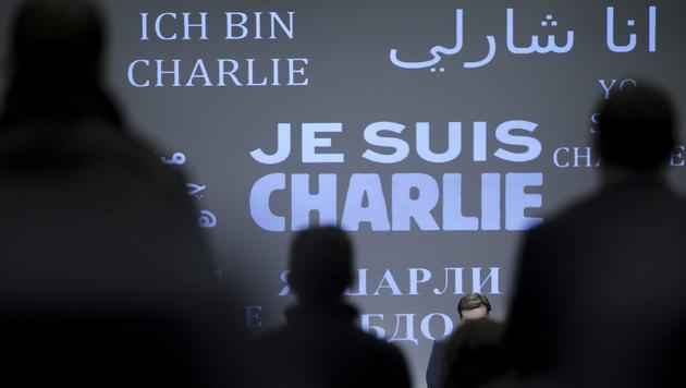 """""""Charlie Hebdo"""": Merkel braucht """"neuen Auspuff"""" (Bild: APA/EPA/OLIVIER HOSLET)"""