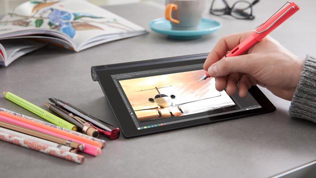 Dank der AnyPen-Technologie kann man auf Lenovos Yoga-Tablet mit normalen Kulis schreiben. (Bild: Lenovo)