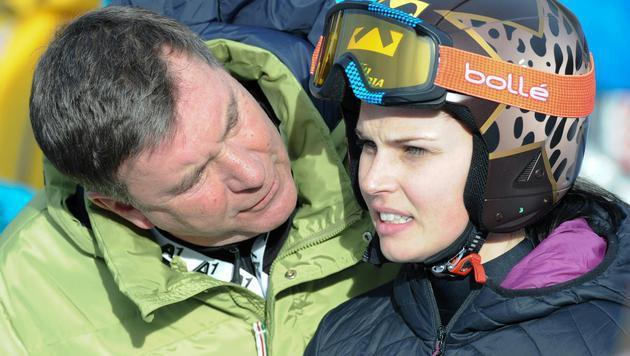 Keine Chance auf Weltcuppunkte für Anna Fenninger (im Bild mit Manager Klaus Kärcher). (Bild: ERICH SPIESS)