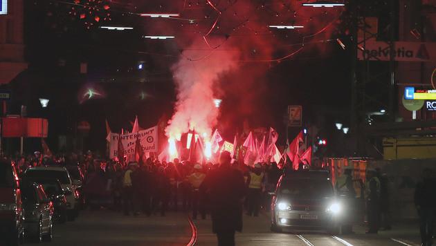 Demo gegen Burschenbundball endet gewaltfrei (Bild: APA/RUBRA)