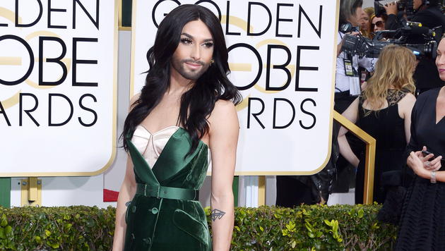 Conchita Wurst am Red Carpet der Golden-Globe-Verleihung 2015 (Bild: EPA/Paul Buck)