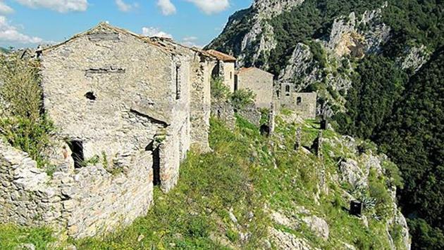 Oft bestehen die verlassenen Dörfer, die der Italo-Indie findet, nur aus ein paar Häusern. (Bild: facebook.com/PaesiFantasma)