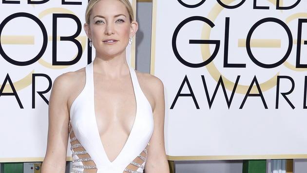 Kate Hudson erschien in einem freizügigen Kleid von Versace. (Bild: EPA/Paul Buck)