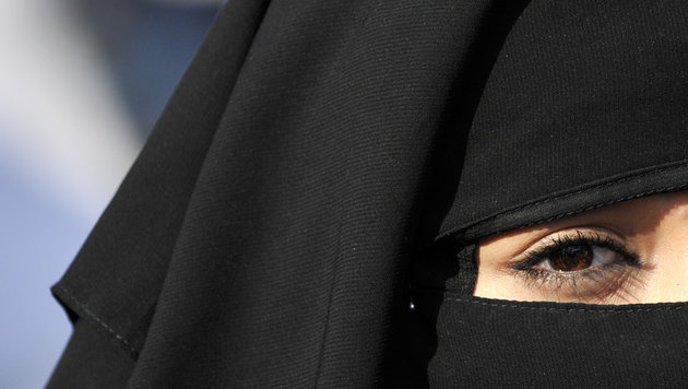 Schülerin rekrutierte Bräute für IS-Terroristen (Bild: dpa/Arne Dedert)
