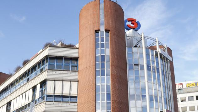 Großeinsatz nach Bombenalarm bei Radiosender Ö3 (Bild: Martin A. Jöchl)