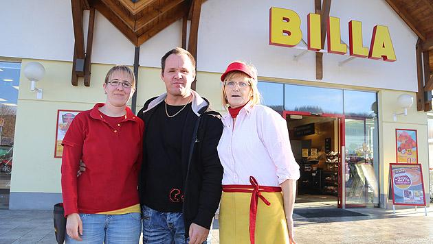 Nicole und Walter L. ertappten den Täter. Christa P. (re.) ist stolz auf ihre Chefin. (Bild: Evelyn Hronek)