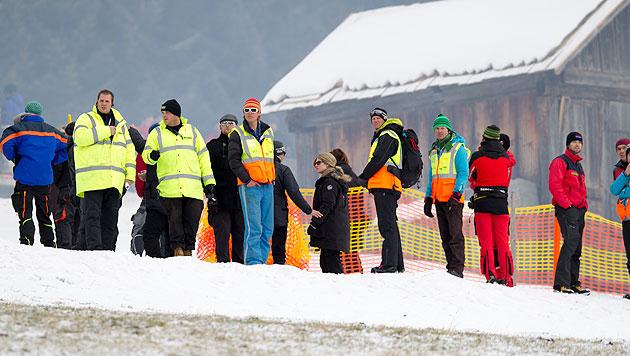 Crewmitglieder und Sicherheitskräfte bei den Dreharbeiten für den 24. James Bond-Film (Bild: APA/EXPA/JOHANN GRODER)