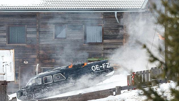 """Bond-Darsteller Daniel Craig (im Flugzeug sitzend)  bei den """"Spectre""""-Dreharbeiten in Osttirol. (Bild: APA/EXPA/JOHANN GRODER)"""