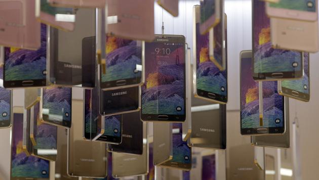 Samsung will angeblich Blackberry übernehmen (Bild: AP)