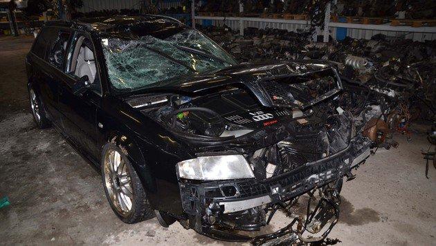 Der Audi wurde bei dem Unfall völlig zerstört. (Bild: Heinz Weeber)