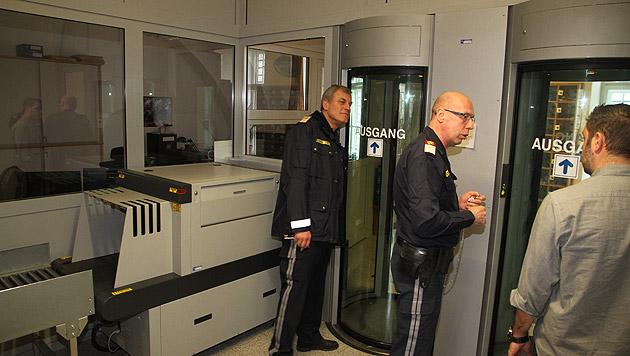 """""""Krone""""-Lokalaugenschein im Gefängnis Simmering (Bild: Andi Schiel)"""