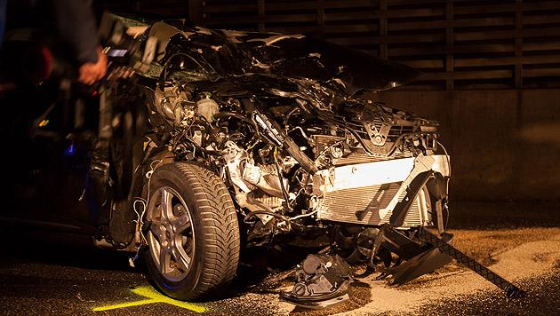 37-Jähriger noch in Autowrack verstorben (Bild: APA/ROTES KREUZ-DOKUTEAM/MARTIN ME)