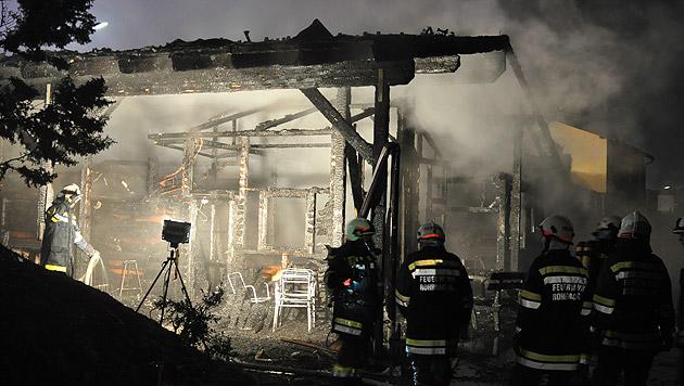 Gasthaus in NÖ niedergebrannt: Feuer wurde gelegt (Bild: APA/AFKDO LILIENFELD/KOZMICH MANFRED)