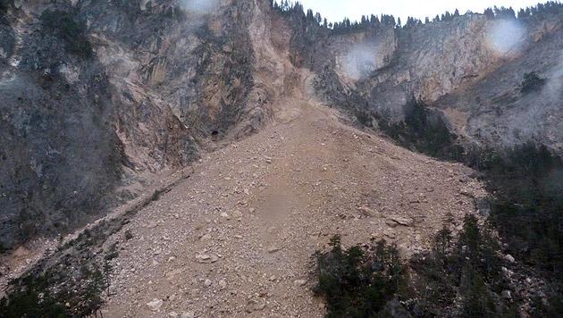 Massiver Felssturz am Dobratsch in Kärnten (Bild: APA/LPD KÄRNTEN/UNBEKANNT)