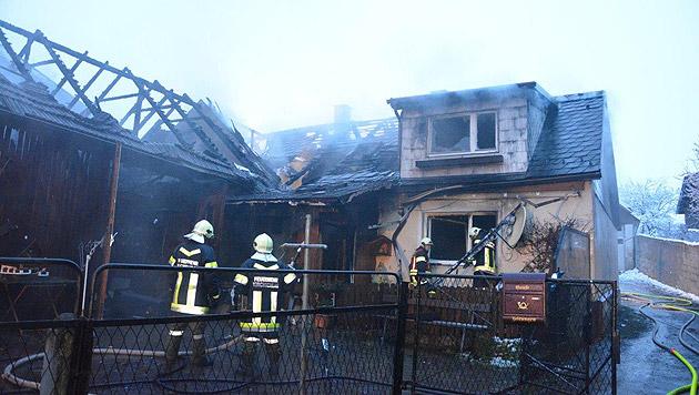 Ehepaar starb bei Feuer: Kerze als Brandauslöser (Bild: APA/PATRIK LECHNER/EINSATZDOKU.AT)