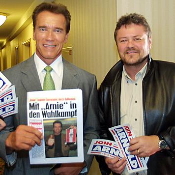 """Die """"Krone"""" und Werner Kopacka begleiteten Arnold 2003 durch seinen Wahlkampf. (Bild: Christian Jauschowetz)"""