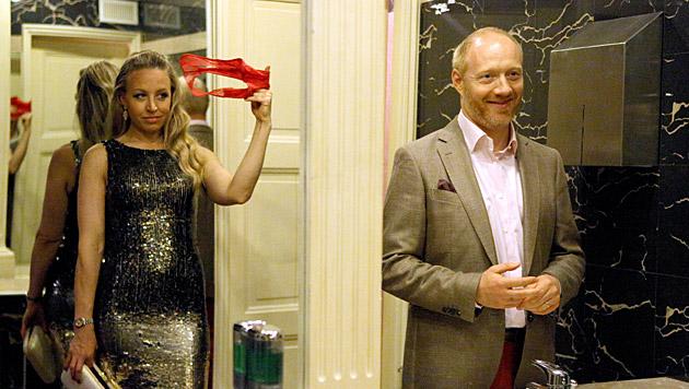 Nicoletta schenkt Josef ihr getragenes Höschen. (Bild: ORF/MR Film)