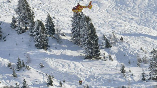 Zwei Tote bei Lawinenabgang in Tirol (Bild: APA/ZEITUNGSFOTO.AT/UNBEKANNT)