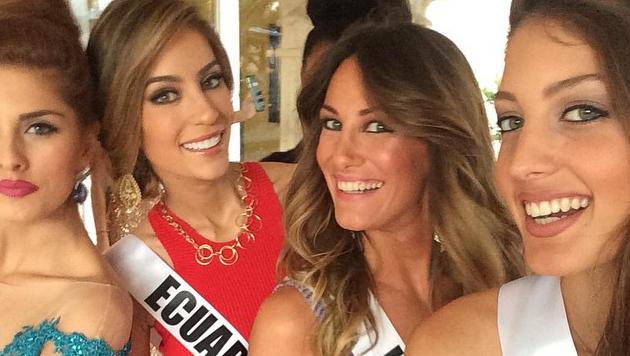 """Ein weiteres Selfie von """"Miss Israel"""" - hier mit Teilnehmerinnen aus Italien, Ecuador und Serbien. (Bild: Instagram.com/Doron Matalon)"""