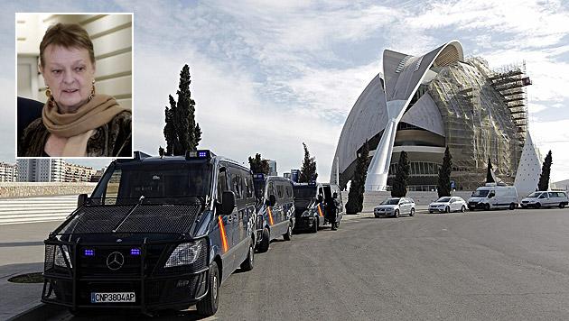 Die aus Österreich stammende Intendantin Helga Schmidt (kl. Bild) wurde in Valencia verhaftet. (Bild: APA/EPA/MANUEL BRUQUE, APA/EPA/JUAN CARLOS CARDENAS)
