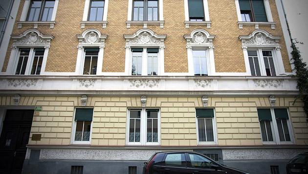 In diesem Mehrparteienhaus in Graz-Eggenberg soll der Täter über die 25-Jährige hergefallen sein. (Bild: APA/ERWIN SCHERIAU)