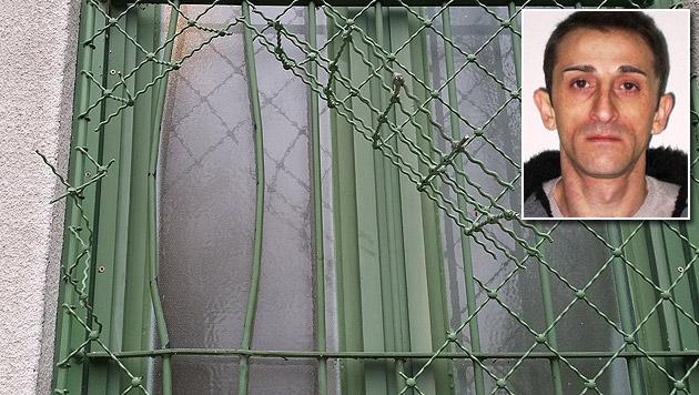Über dieses WC-Fenster gelangte der Häftling (kleines Bild) in die Freiheit. (Bild: APA/VOLLZUGSDIREKTION ÖSTERREICH/UNBEKANNT)
