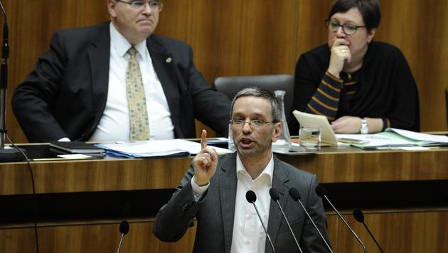 FPÖ-Abgeordneter Herbert Kickl (Bild: APA/HERBERT PFARRHOFER)