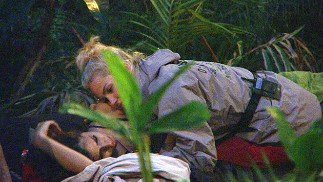 Bei Tanja und Angelina kullern die Tränen. (Bild: RTL/Stefan Menne)